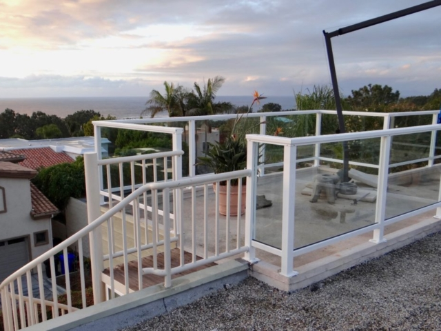 San Diego Glass Railing Contractors